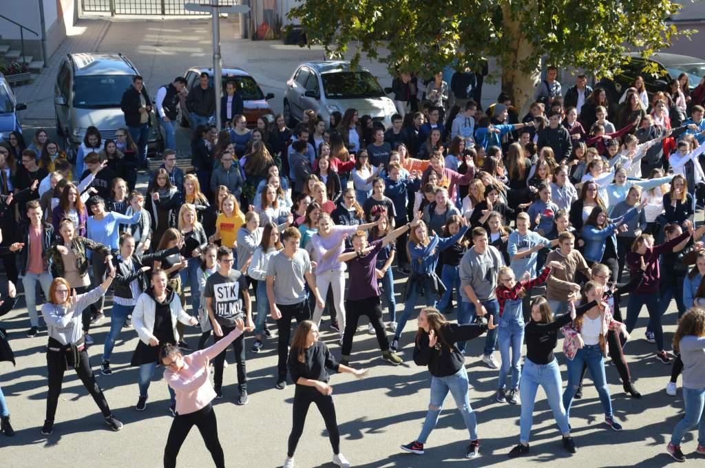Futottak és táncoltak az Európai Diáksport Napján