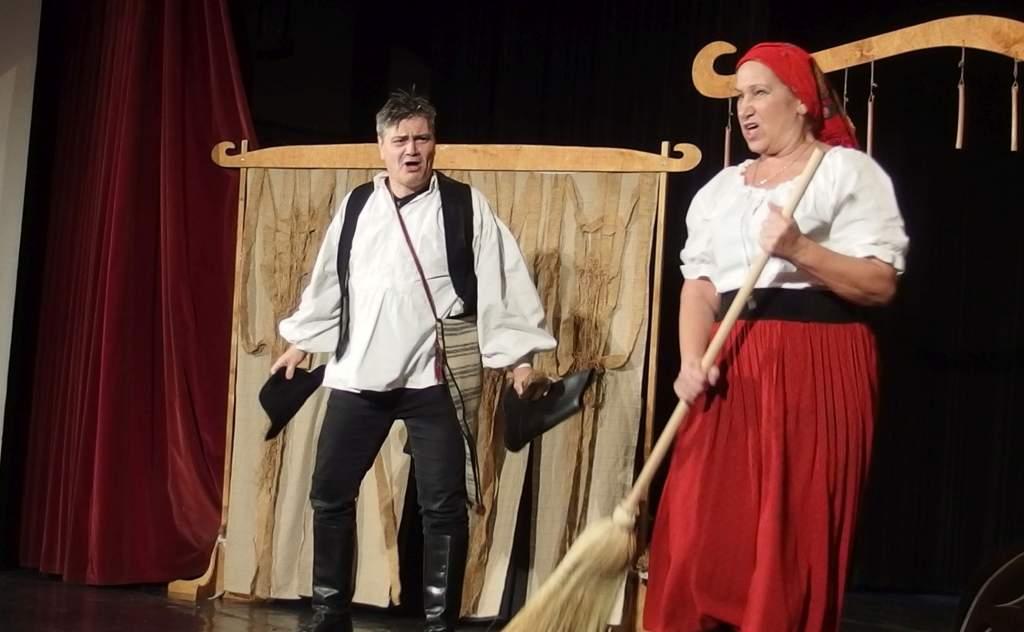 Színházban jártak az ovisok és az iskolások