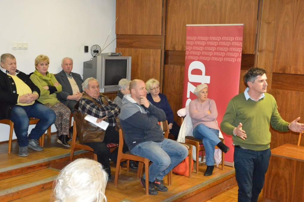 A devizahitelesek problémáinak megoldásáról tartott fórumot a helyi MSZP
