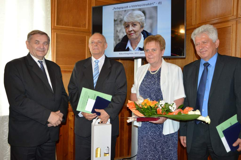 Pedagógusok a kistelepülésekért-díj Dobos Krisztina emlékére