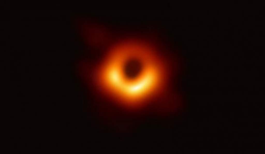 Áttörés: íme, az első fotó egy fekete lyukról
