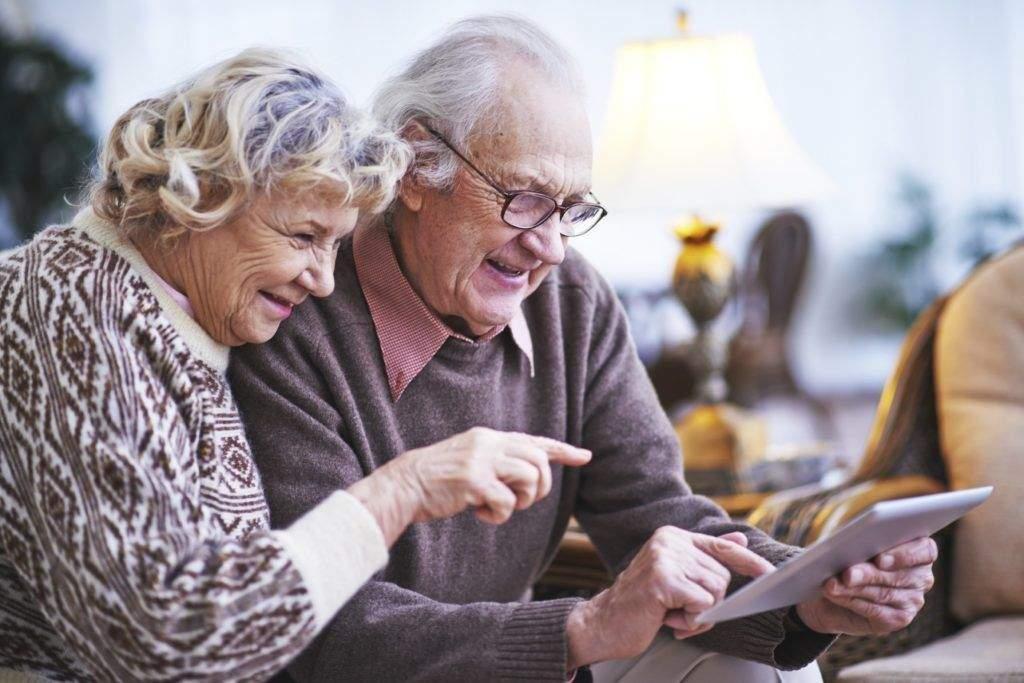 Az idősebbeknél is tarol az okostelefonos életforma