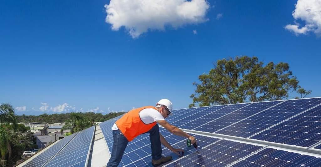 Május végén jelennek meg a napelemes pályázatok