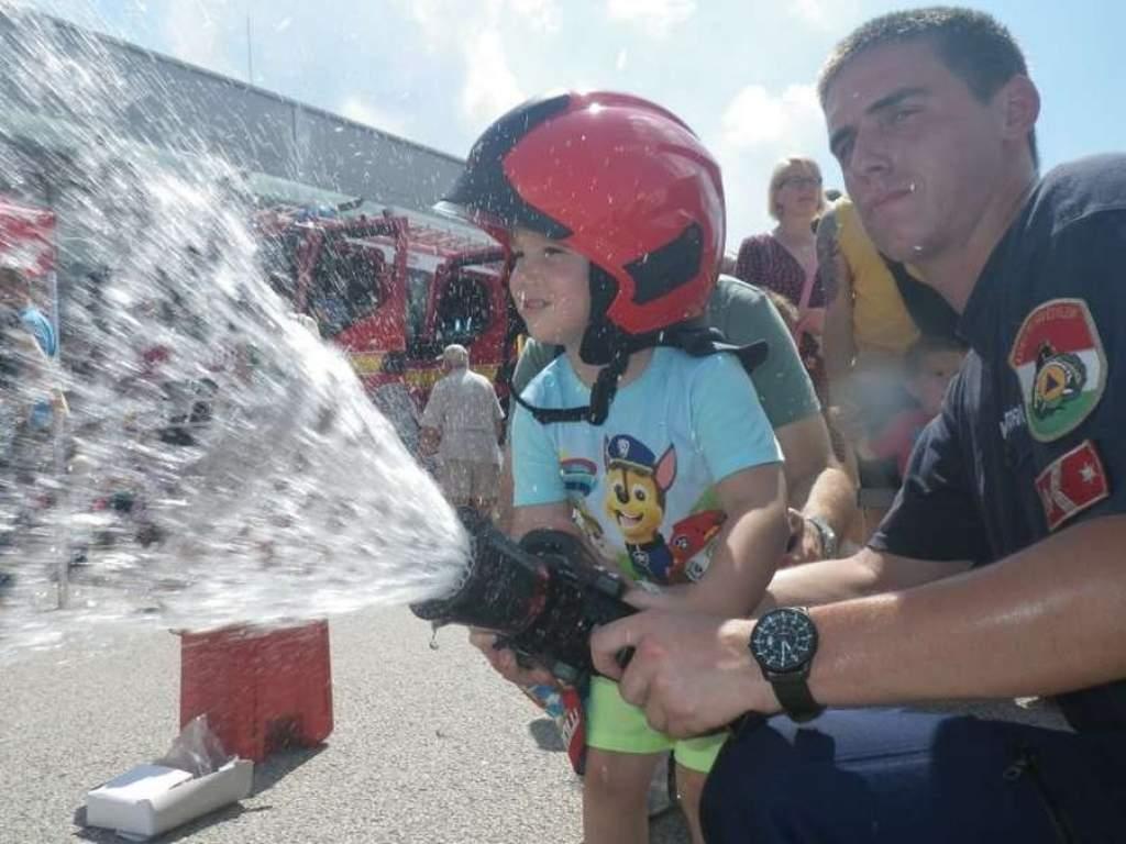 Gyereknap a tűzoltóságon