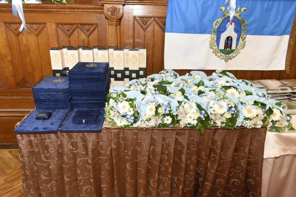 Ünnepi testületi ülésen adták át a városi díjakat és kitüntetéseket - videóval