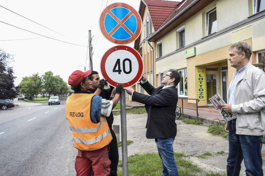 Sebességkorlátozó táblák a Bercsényi utcán