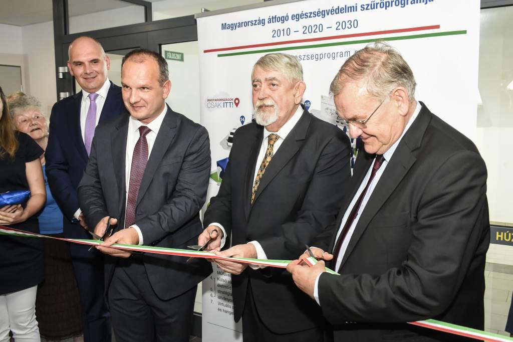 Az emberi erőforrások minisztere adta át az új Egészségközpontot