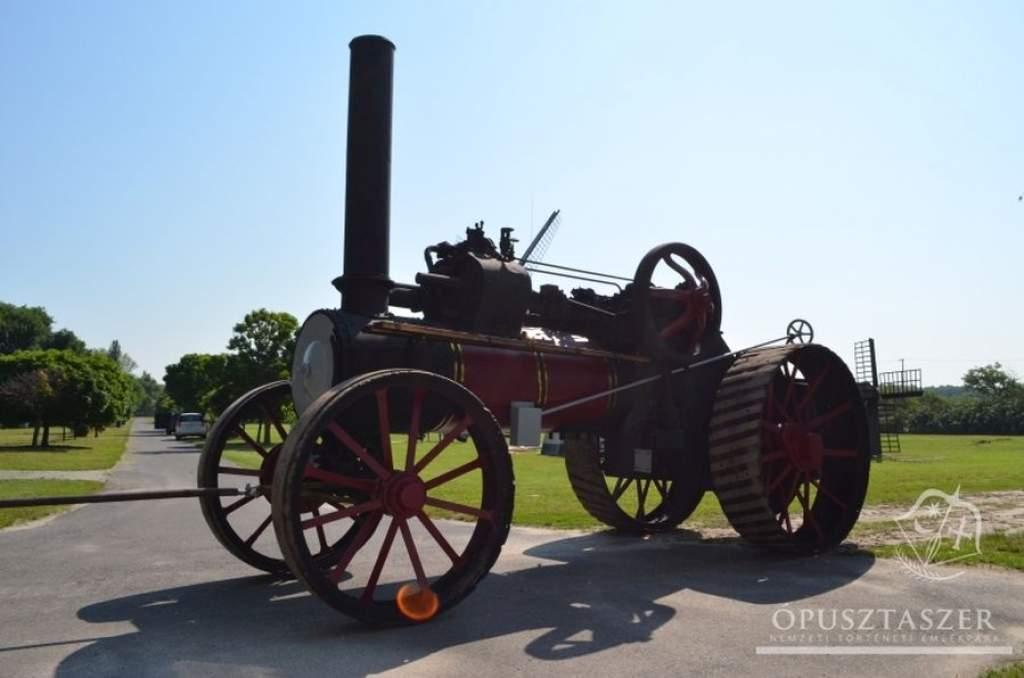 Mezőgazdasági gépek és veterán járművek az emlékparkban