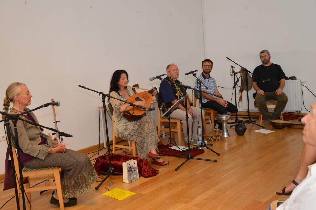 Népek zenéje szólt a Hattyúkerti Zenés Esték előadásán