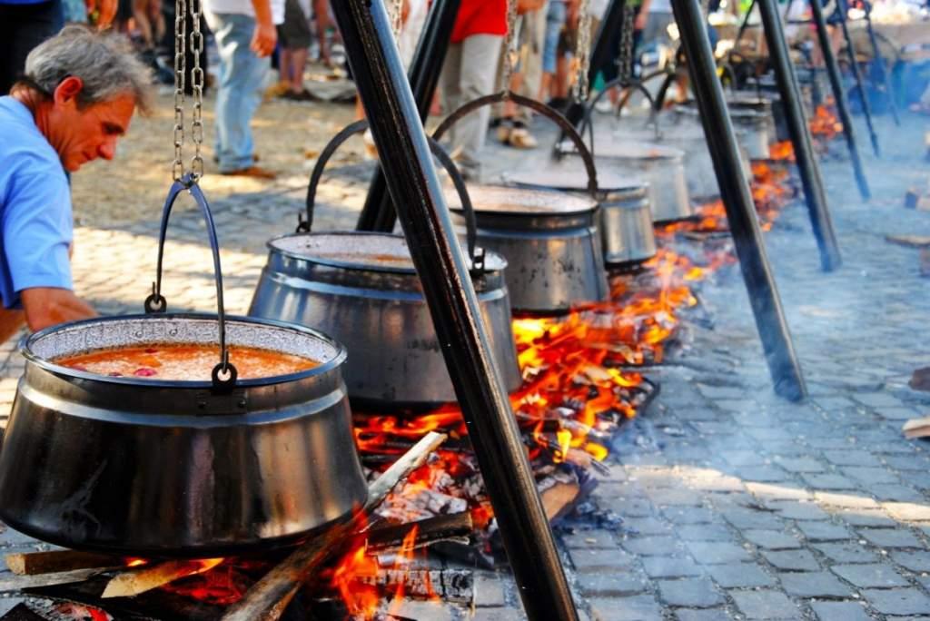 Csütörtökön kezdődik a Bajai Halfőző Fesztivál