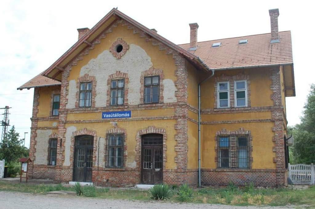 Felújítják a petőfiszállási vasútállomást