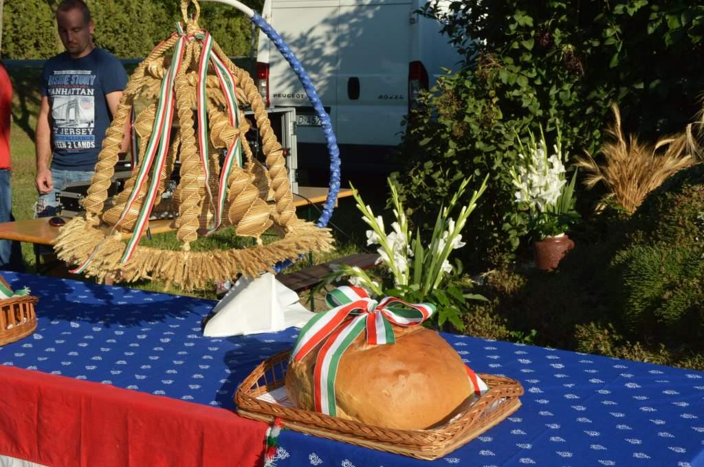 Halesz és Selymes őrzi a kenyérszentelő hagyományokat