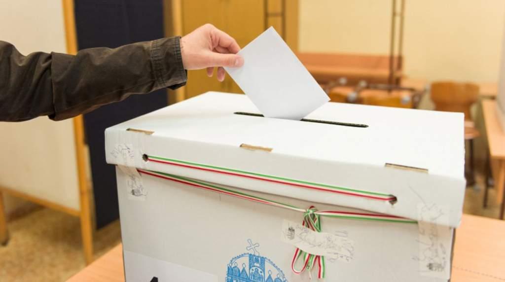 Választási tájékoztató a szavazólapon szereplő jelöltekről