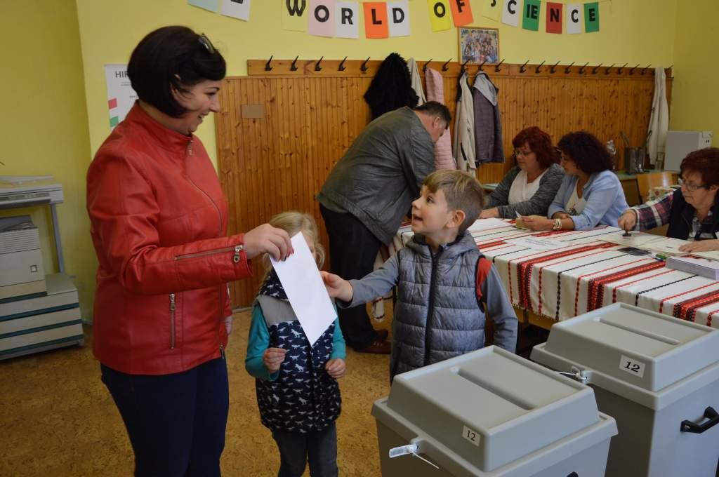 Zökkemőmentesen indult a választás Félegyházán