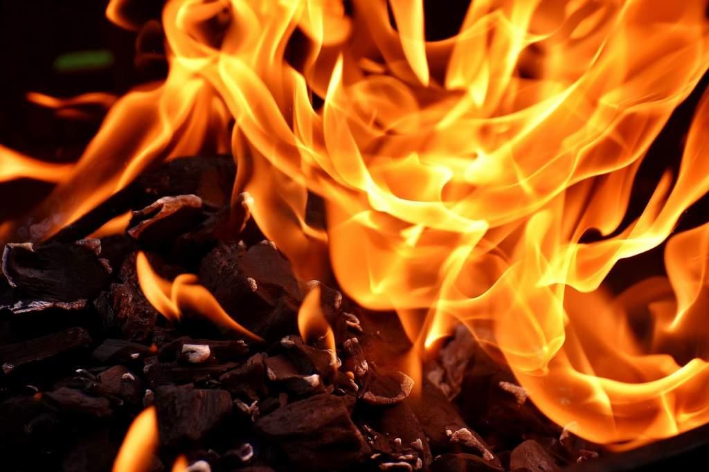 Tűz volt egy Róna utcai ház pincéjében