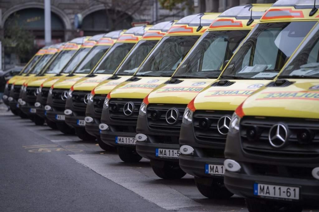 40 új mentőautót kapott az OMSZ