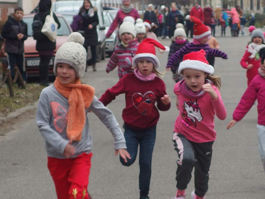 Több százan vettek részt a Mikulás-futáson - eredményekkel