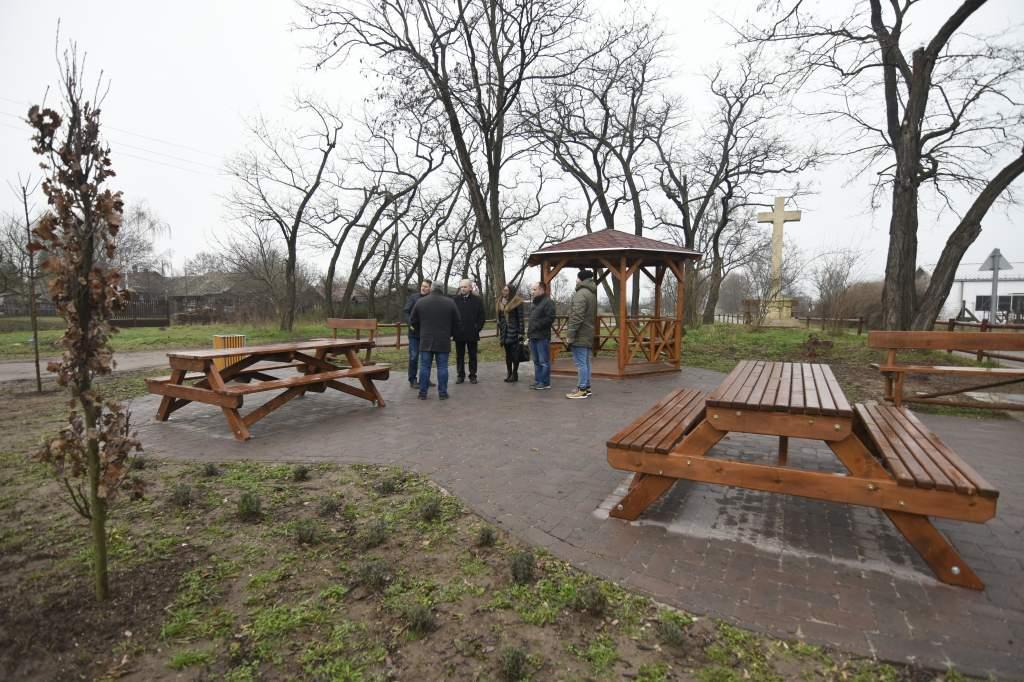 Pihenőparkkal gyarapodott a Zöldmező lakótelep