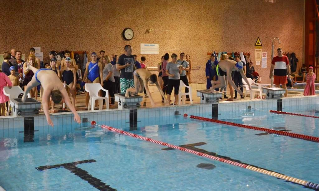 Úszással folytatódott a városi diákolimpia