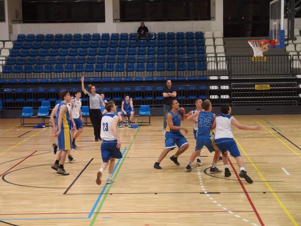 Idegenben nyertek a junior kosarasok
