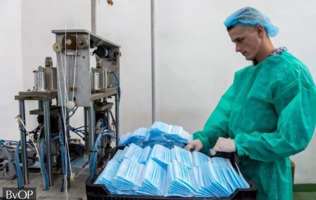 Soron kívül megkezdte az egészségügyi védőmaszkok gyártását a büntetés-végrehajtás