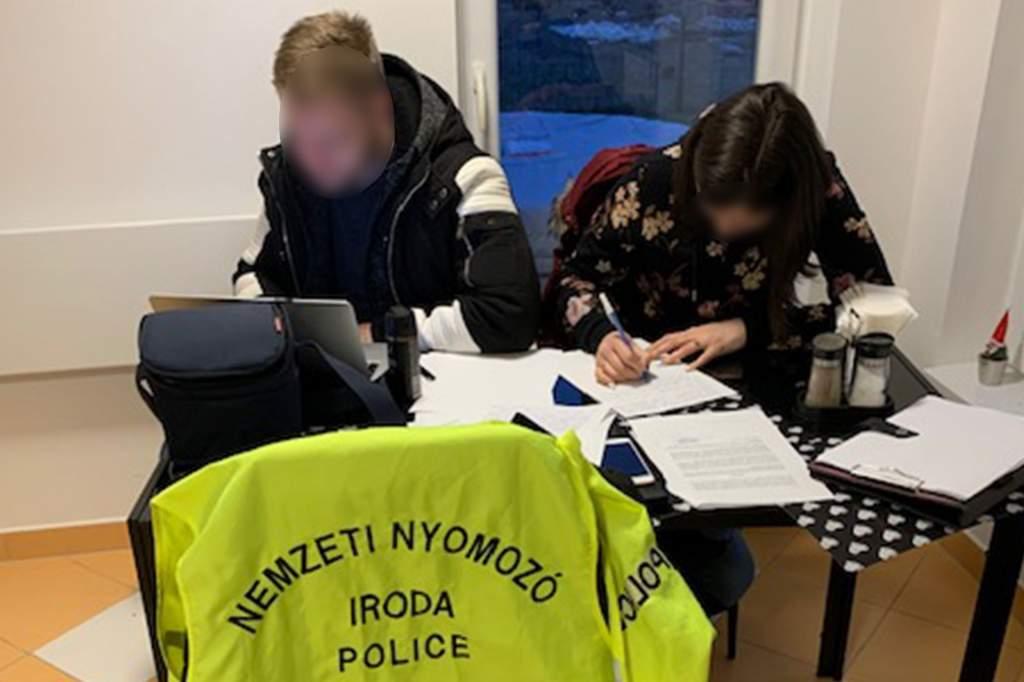 Magyar álhírgyárosokat lepleztek le – videóval