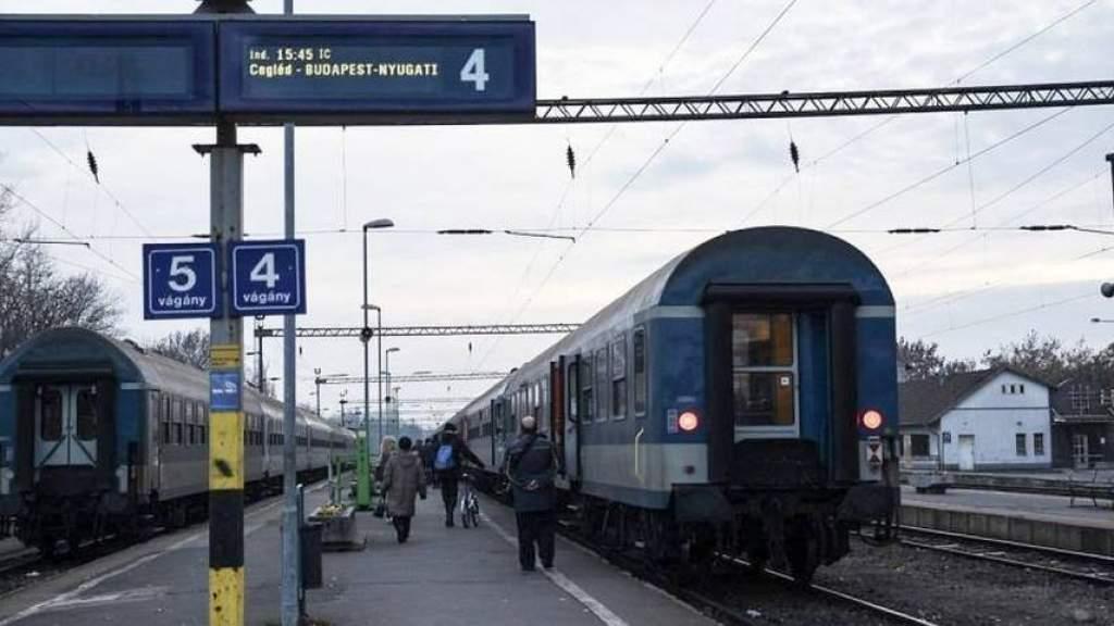 Vége az emberkísérletnek: visszaáll a régi ütemes vasúti menetrend