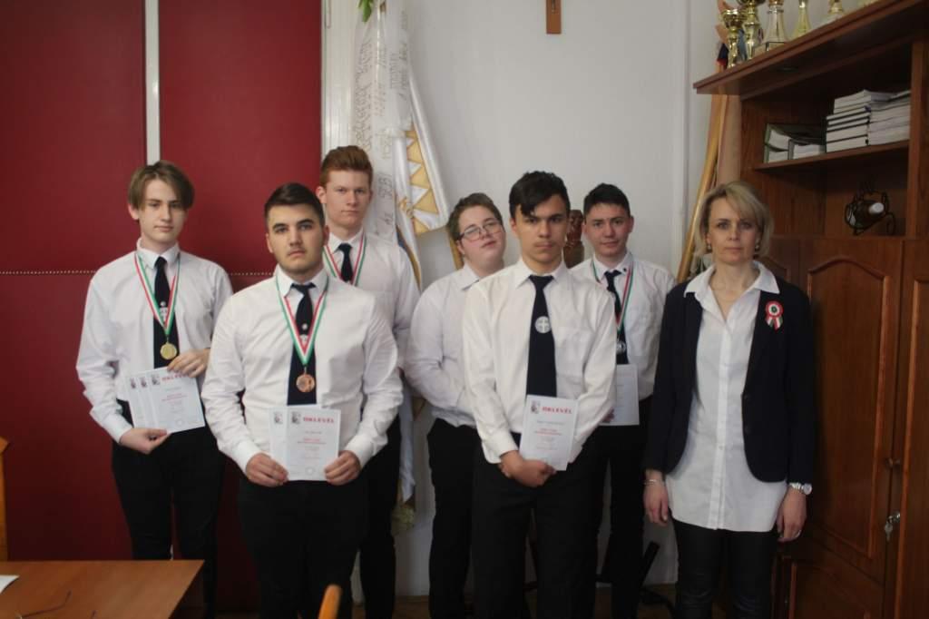 Országos matematikaversenyen jeleskedtek a PG-s diákok