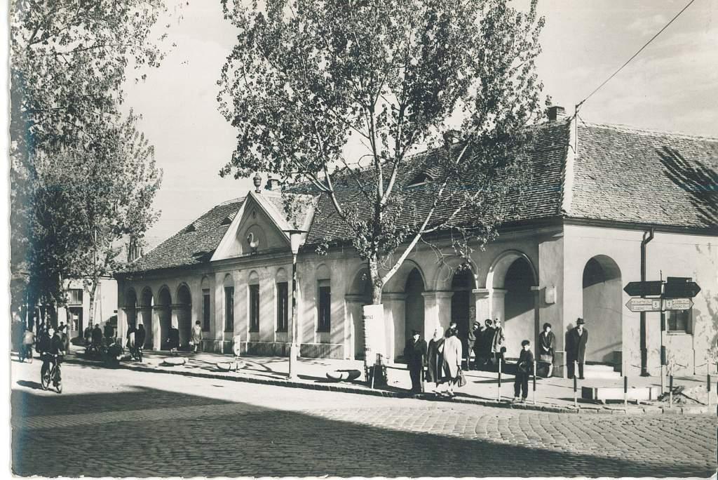 Titkok a levéltárból – A kétszáz éves Hattyúház történetéből