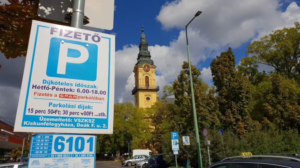 Megjelent a díjmentes parkolás kormányrendelete