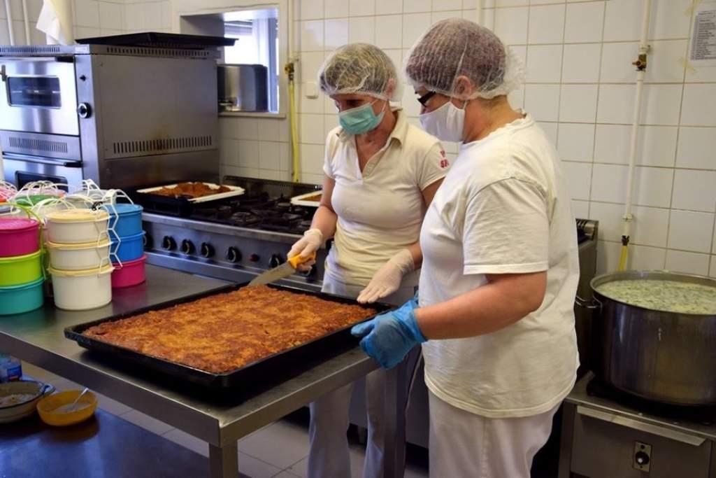 Kiemelt fontosságú munkát végeznek a petőfiszállási konyhán