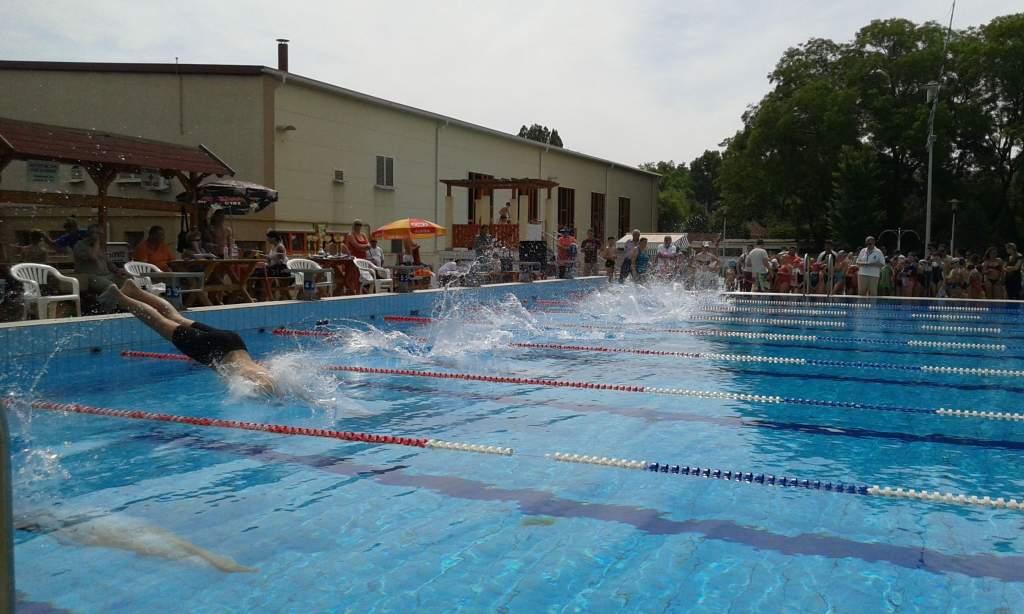 Rövidpályás utánpótlás úszóbajnokságnak ad otthont Félegyháza