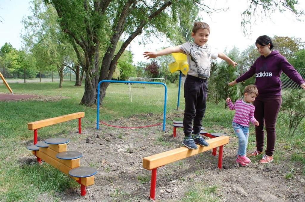 Új játékokat vehettek birtokba a gyerekek Gátéron