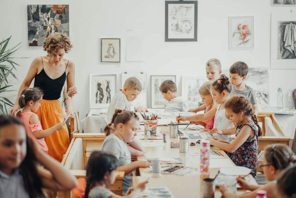 Közelebb viszi a művészetet a gyermekekhez a testvérpár