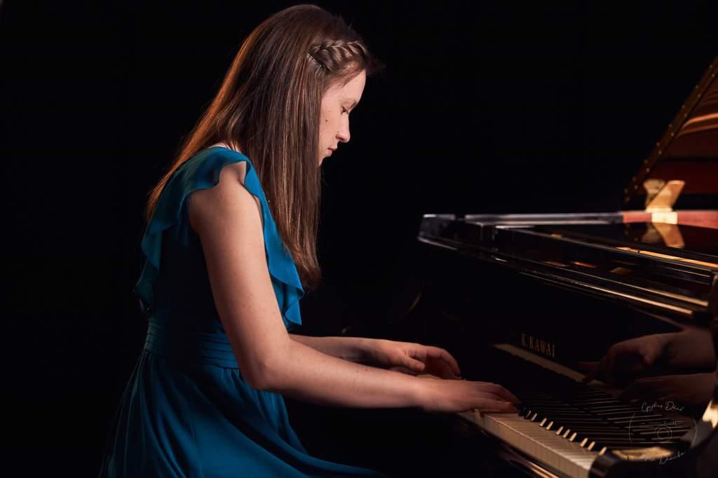 Róka Kinga zongorajátékát élvezhetjük pénteken este