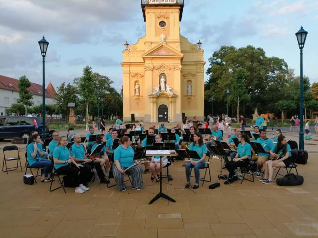 Ennio Moriccone-ra is emlékezik a Kiskunfélegyházi Koncert Fúvószenekar