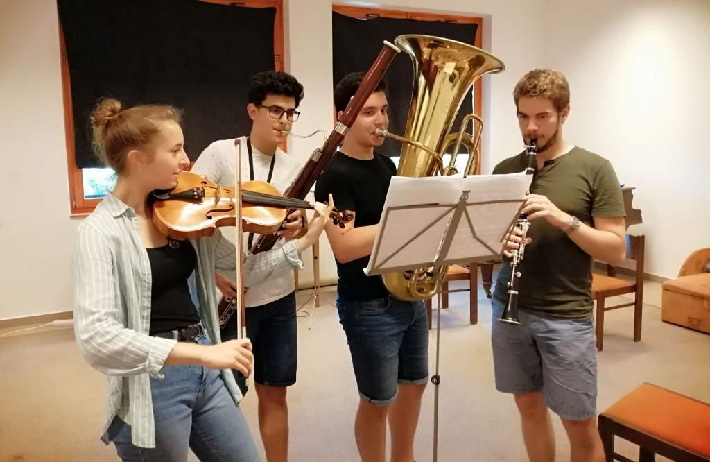 Visszafogottan, de táboroztak fiatal zenészeink