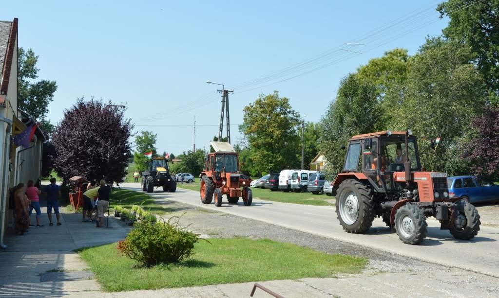 Traktorok nélkül nincs falunap Pálmonostorán
