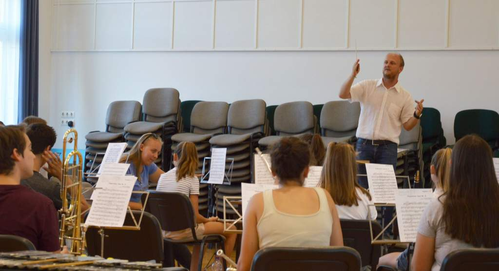 Térzenei koncertet ad a Kiskunfélegyházi Ifjúsági Fúvószenekar