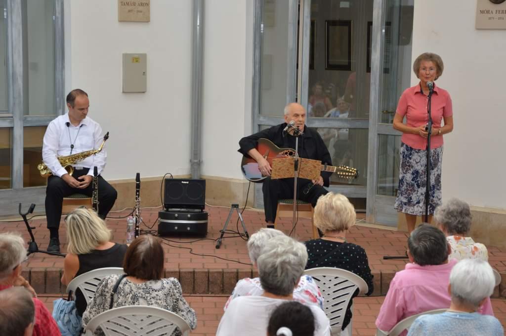 Családi koncert a Hattyúkertben