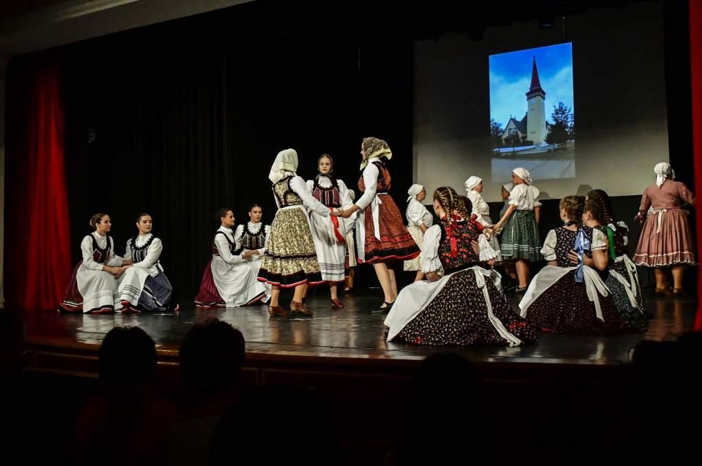 Átadták a megújult színpadtechnikát a Móra Ferenc Művelődési Központban