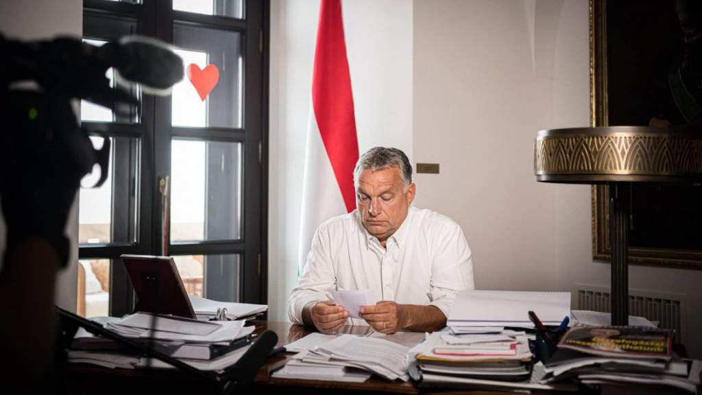 Kijárási korlátozást jelentett be Orbán Viktor kormányfő, rendkívüli jogrend lép életbe Magyarországon