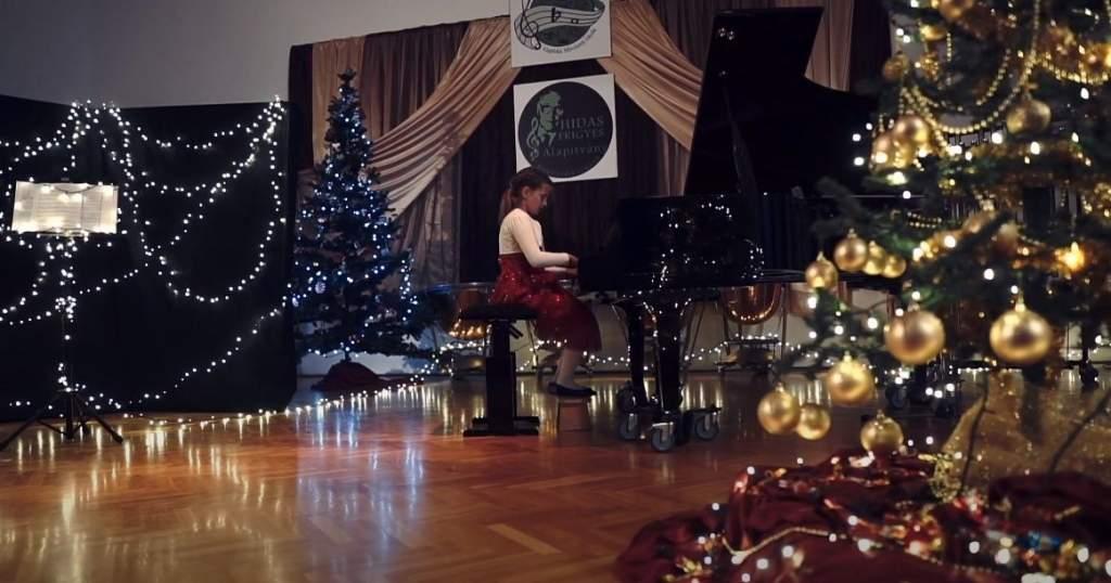 Online karácsonyi műsor a művészeti iskolától - videóval