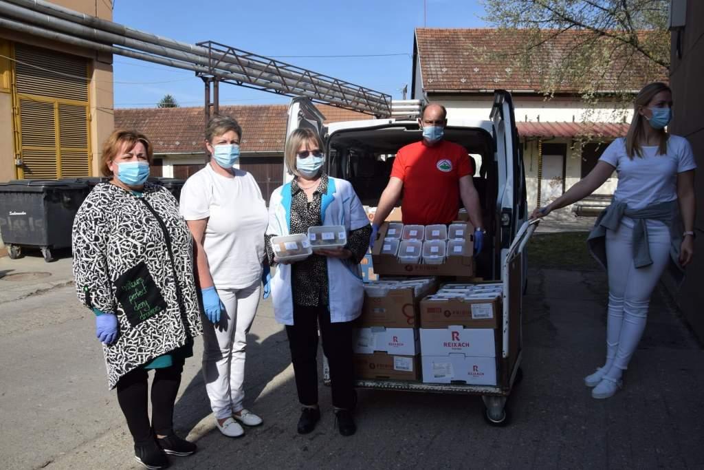 Kocsonyával mondtak köszönetet a petőfiszállásiak a kórházi dolgozóknak