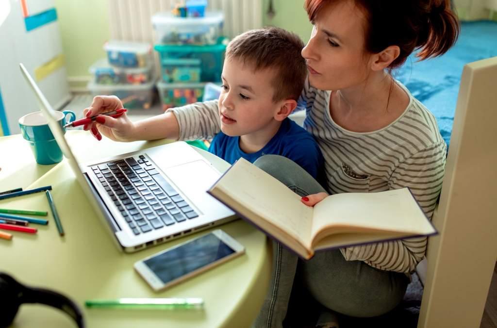 Az első osztályosok online tanítása a legnehezebb