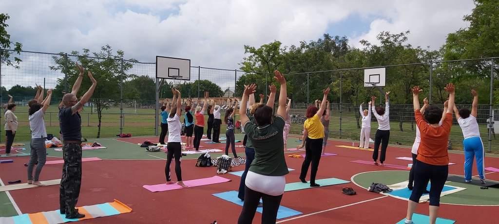 Újraindult a jóga és a nordic walking az Egészségfejlesztési Iroda szervezésében