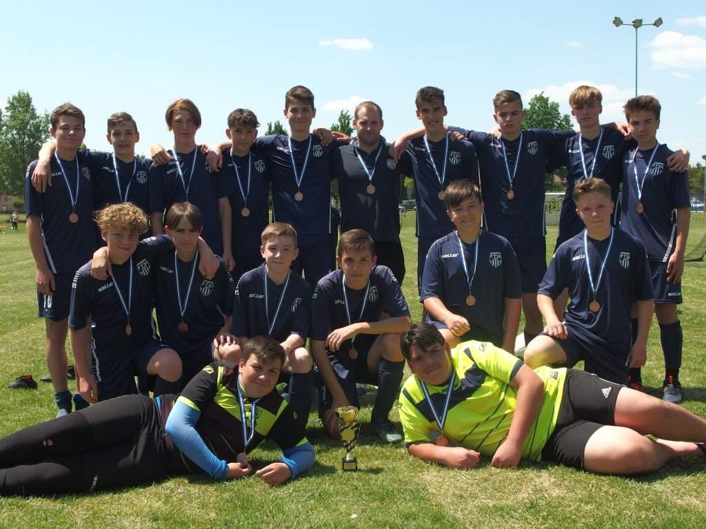 Családi nap keretében vették át bronzérmeiket az U-16-os focisták