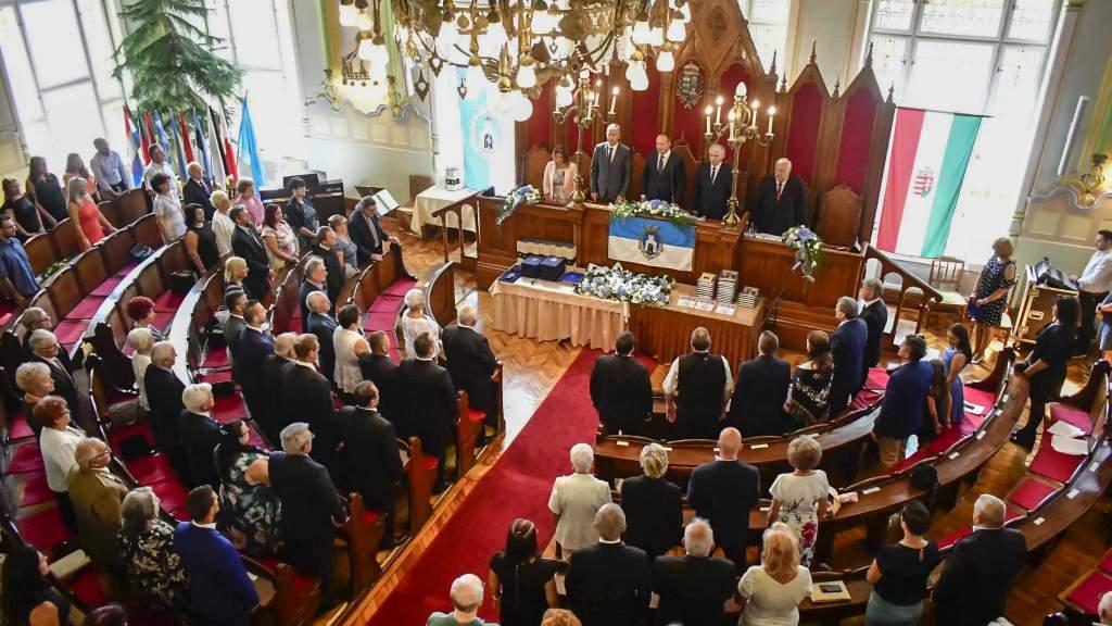 Kiválóságait köszöntötte Kiskunfélegyháza – ünnepi testületi ülésen adták át a városi elismeréseket