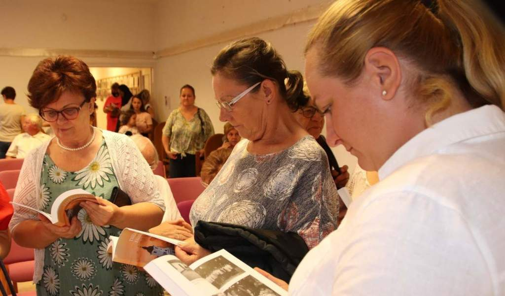 Bemutatták Tiszaalpár falukönyvét