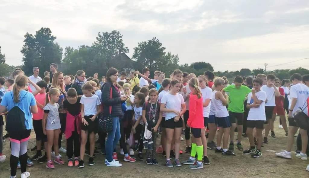 Mezei futóversenyen edződtek a félegyházi diákok